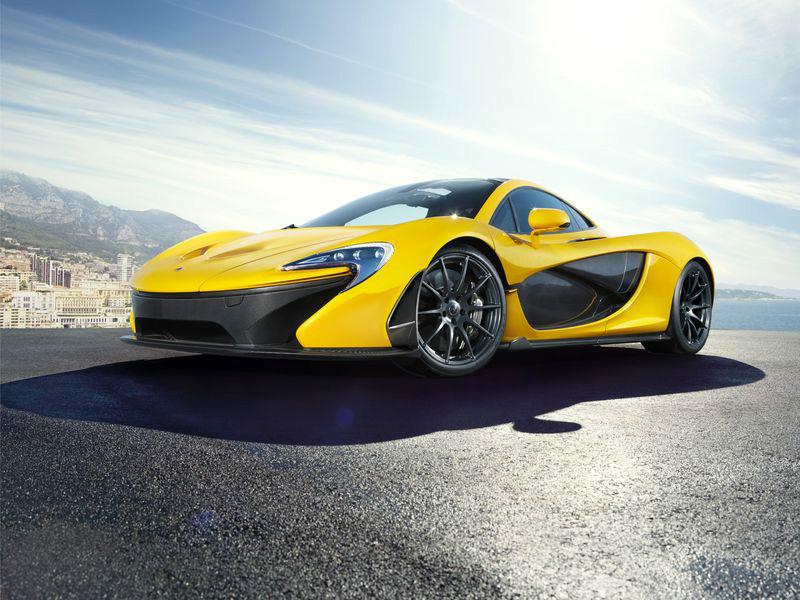 3D Фотообои «Желтый спортивный автомобиль в лучах солнца»<br>kit: None; gender: None;