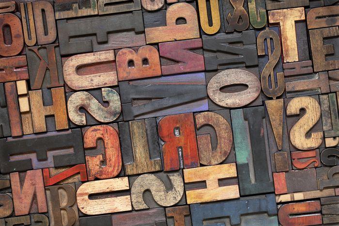 """Фотообои """"«Деревянные буквы в интерьере»"""""""