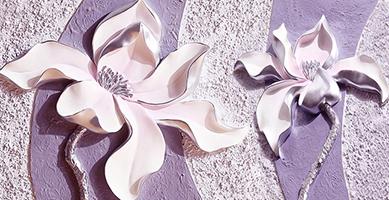 Фиолетовые магнолии на рельефном фоне