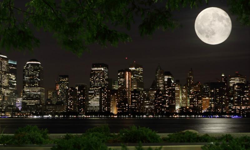 """3D Фотообои  """"Луна над ночным городом"""""""