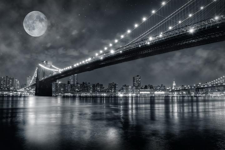 3D Фотообои  Черно-белая инсталляция с полной луной над Бруклинским мостом<br>kit: None; gender: None;