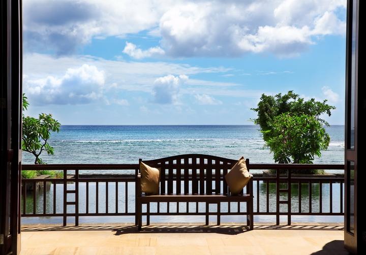 3D Фотообои  Веранда на мореФотообои «Веранда на море» - Вы давно хотите отправиться на курортный отдых, оказаться на берегу теплого океана, почувствовать свежий морской воздух , насладиться красотами природы, но у вас много дел, работа и вы не знаете как реализовать желание, выбраться из пучины забот и отдохнуть?<br><br>Эксклюзивное изображение моря на стену создаст в комнате особенную атмосферу, уютное и комфортное пространство. Дизайн в таком стиле превосходно подойдет для интерьера гостиной.<br><br>Представленная инсталляция поможет в полной мере насладиться релаксом в приятных фантазиях и мыслях о долгожданной поездке. Осуществите Ваши мечты вместе с нашими удивительными обоями с пляжем, изготовленными специально для Вас!<br>kit: None; gender: None;