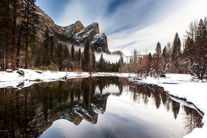 "3D Фотообои  ""Озеро за снежными холмами"""