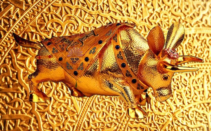 """3D Фотообои  """"Декорация с золотым быком в испанском стиле"""""""