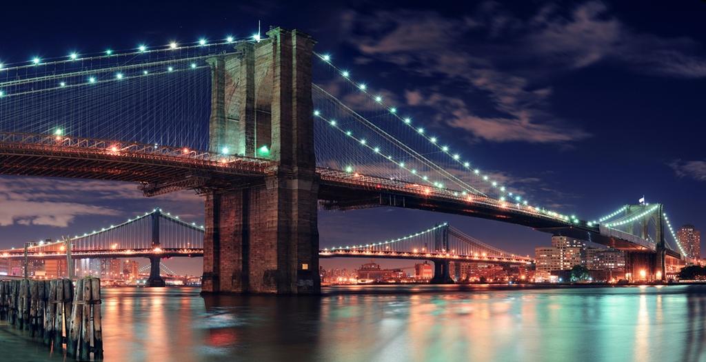 3D Фотообои Бруклинский мостБруклинский мост уникальное изобретение человечества. Его конструкция поражает своей сложностью. Художественная выразительность , эстетический вид этой фигуры заставляет любоваться и восхищаться данным строением.<br><br>На наших 3D обоях изображена интересная конструкция, яркие светящиеся огни и ночь-время сна и отдыха. Погрузитесь в атмосферу тишины и релакса в подходящей для этого обстановке<br>kit: None; gender: None;