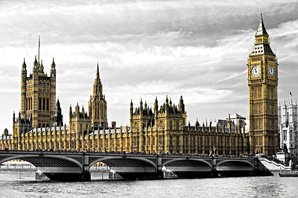 3D Фотообои  ЛондонСтолица Соединенного Королевства, один из самых интересных городов мира, оплот английских традиций, родина Шерлока Холмса и Биг-Бена, все это Лондон.<br><br>Эти 3д фотообои напомнят Вам изображения, запавшие в душу, со времен уроков английского языка средней школы.<br><br>Не многие знают, что самая известная достопримечательность Лондона - башня Биг-Бен на самом деле унаследовала свое название от огромного колокола весом более 13 тонн, расположенного внутри часов. Башня же с 2012 года официально называется башней Елизаветы.<br>kit: None; gender: None;