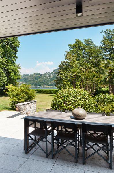 3D Фотообои «Терраса в современном доме с видом на сад»